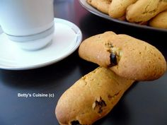 Betty's Cuisine: Τραγανά κουλουράκια με σταφίδες