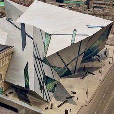 Outstanding 60 Best Stunning Modern Architecture Building Inspiration https://freshouz.com/60-best-stunning-modern-architecture-building-inspiration/