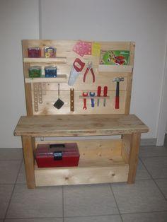 sch n im haus spielen kinder finden diese bett und. Black Bedroom Furniture Sets. Home Design Ideas