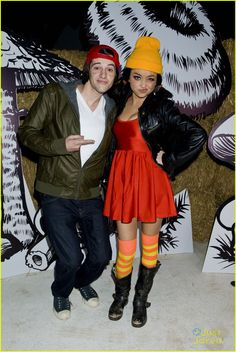 Sarah Hyland with her boyfriend, dressed as TJ and Spinelli from Recess. OH.  MY. GOSHHHHHHHHH SO PERF!!!!!