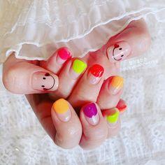ลงสีเล็บเครื่องเล็บ ลงสีสดใสสีนีออนมาเลยค่ะซิส เพ้นท์หน้ายิ้มเบาๆ เป็นสาวขี้เ... Toe Nails, Nail Colors, Nail Polish, Colorful Nail, Beauty, Fingernail Designs, Feet Nails, Colorful Nails, Toenails