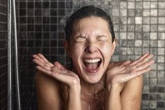 Are you always confused whether to take a bath with hot water or opt for a cold water bath? How do you decide which one to choose? cold shower vs hot shower, here is everything that you should know Shampoo Alternative, Benefits Of Cold Showers, Taking Cold Showers, Cold Water Bath, Shower Head Reviews, Vagus Nerve, Take A Shower, Wash Your Face, For Your Health