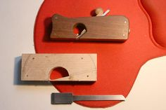 Low angel shoulder plane DIY (Div style plane) Making a blade from another plane iron. Woodworking Planes, Woodworking Hand Tools, Wood Tools, Woodworking Projects, Plane Tool, Woodshop Tools, Wooden Plane, Tool Bench, Div Style