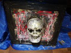 How to Make a 3D Blood-Soaked Skull for Halloween. I make all my own scary Halloween decorations for our front yard display. This is the 3D skull with blood and cobwebs that I made. Here is a step-by-step guide with my own photos. It is easy to make and very effective to scare the kids out trick or treating. Halloween Skull, Halloween 2018, Halloween Make Up, Halloween Party, Scary Halloween Decorations, Halloween Displays, Crafts To Sell, Selling Crafts, Skull Decor