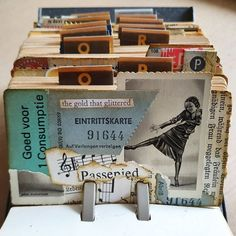 A small old picture I got from was my inspiration for another little rolodexcard. Maybe I should add the name of this famous german dancer somewhere. Mixed Media Collage, Collage Art, Rolodex, Types Of Craft, Index Cards, Artist Trading Cards, Heart Cards, Happy Mail, Snail Mail
