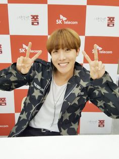 J-Hope ❤ #BTS #방탄소년단 At the SKTxBTS fansign event.
