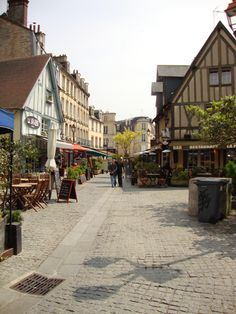 place du Vaugeux Caen, my favorite restaurant is in this square!