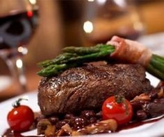Beef steak in wine sauce.This recipe will help you prepare a delicious dinner surprisingly quick and easy! To make sure your steak to get the perfect, use a heavy cast-iron skillet. Steak Recipes, Wine Recipes, Grilling Recipes, Grilled Beef Tenderloin, Grill Restaurant, Restaurant Restaurant, Restaurant Reservations, Best Steak, Food Photography Tips