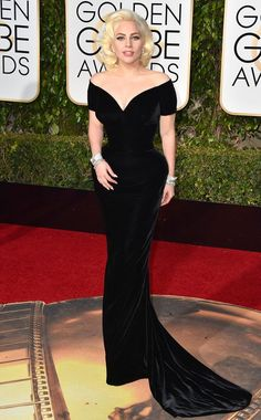 2016 Golden Globes: Lady Gaga is wearing a black velvet off shoulder Versace gown. Old Hollywood Glamour! Best Dressed of the night! Lady Gaga never fails to impress Golden Globes 2016, Golden Globe Award, Atelier Versace, Jennifer Lawrence, Jennifer Lopez, Moda Lady Gaga, Lady Gaga Fashion, Red Carpet Looks, Red Carpet Dresses