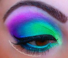 neon eye make-up! Love this effect for neon run.