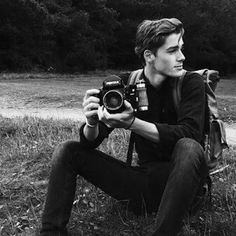 Black and White Portrait Photography Gallery & Ideas Beautiful Boys, Pretty Boys, Beautiful People, Beautiful Celebrities, Beautiful Pictures, Hot Men, Sexy Men, Look Man, Portraits