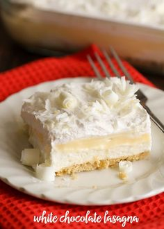 Make the best chocolate lasagna with this White Chocolate Lasagna Recipe. A layered dessert with Golden Oreos, cream cheese, pudding, whipped cream and white chocolate curls. It's everyone's favorite! Layered Desserts, Just Desserts, No Bake Desserts, Delicious Desserts, Dessert Recipes, Yummy Food, Pudding Desserts, Winter Desserts, Pudding Cake
