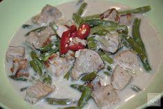 Bicol Express ist ein klassisches Gericht der philippinischen Küche. In dieser ist Schweinefleisch sehr populär. Mit Rezept zum Nachkochen. Dutch Oven, Asparagus, Pork, Meat, Vegetables, Grill, Easy Meals, Iron Pan, Kale Stir Fry