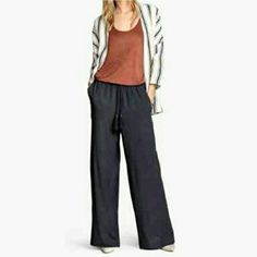 Closet clearout! Wide leg pants (firm) Super cute. High waisted. Amazing for work or play. Brand new  Reduced from $25. No offers! H&M Pants Wide Leg