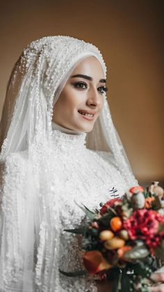 veil hijab sheet models Source by flamingopembe The post Hijab Bride Head Models appeared first on wedding. Hijabi Wedding, Wedding Hijab Styles, Muslimah Wedding Dress, Muslim Wedding Dresses, Muslim Brides, Bridal Dresses, Muslim Dress, Muslim Hijab, Malay Wedding Dress