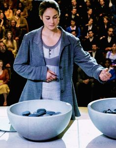 New still of Tris at the choosing ceremony #Divergent