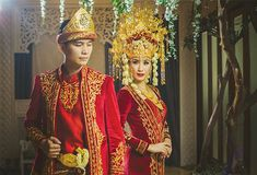Traditional clothing Palembang Sumatra island of Indonesia Wedding Hijab, Wedding Poses, Wedding Photoshoot, Wedding Attire, Wedding Ideas, Foto Wedding, Bali Wedding, Wedding Ring, Traditional Wedding