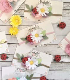 **this listing is for one headband ****Current turnaround time is weeks**** Handmade white daisy flower with yellow center with hand cut leaves. Daisy Headband, Diy Baby Headbands, Felt Headband, Toddler Headbands, Flower Headbands, Ladybug Felt, Ladybug Party, Daisy Crown, Crown Flower