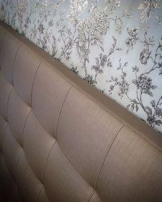 Detalhes de uma suíte mais que especial! Construindo um sonho, aguardem!!! #cabeceiras #papelparede #quarto #casal #dourado #gold #sonho #luxo #ornelladesign #projetos #consultoria #decor #design #ornella #goiania #instahome #instagood #noivas #ficaadica #arquitetura #instafolow #decoracao #cabeceiraestofada #cabeceiraentregue #headboard #decorating #decoration #estofados #arquiteturadeinteriores #instadecor