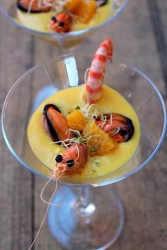 Gazpacho de mandarina con mejillones y langostinos 7 Tapas Recipes, Gourmet Recipes, Appetizer Recipes, Gazpacho, Shot Glass Appetizers, Tapas Menu, Chilled Soup, Spanish Dishes, Dinner Dishes