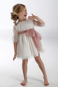 Vestido en tul y fajín rosa palo
