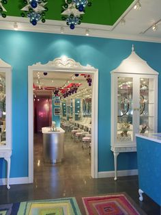 Love the door frame and curio cabinet displays! Crips color, clean lines, ugh tdf.