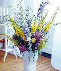 Dieser große und prachtvolle Blumenstrauß zieht im Sommer alle Blicke auf sich.