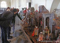 Il presepe realizzato da artigiani alla fine del '700 allestito a Pietrarsa tra le originali rotaie della prima linea ferroviaria in Italia, la Napoli - Portici del 1839.
