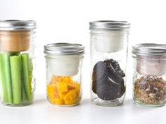 Taking your meals on the-go will be completely mess-free with this adapter for yogurts, dips and more. Fill your jar with your favorite snacks, and pop on the lid for snazzy snacking.