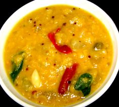 Take washed pigeon peas in a bowl.  Add adequate water to the dal and then keep aside.  Wash the vellarikkay (Dosakaya) and peel it.  Before cutting sautekayi (Dosakaya) into pieces, first taste for bitterness.  Now, cut to pieces of medium size.  Now, add dal to the pieces of Khira (Dosakaya).  Now slit the washed green chillies and then add to dal.  Put this bowl into the pressure cooker and start cooking.
