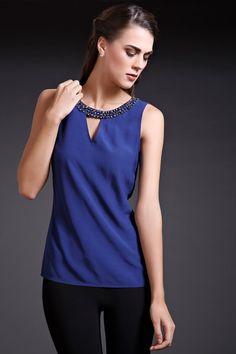 Blusa con escote redondo bordado a mano con pedrería de cristal. Sin mangas. $899.00