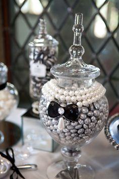 Constantly Searching For More Yummy Sweets That Are Black White Silver Or Gold Bling Partyhens Nightxmas Partyparty Themesice