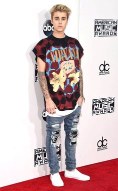 Justin Bieber from 2015 American Music Awards: Red Carpet Arrivals  The comeback kid himself pays homage to one of his own musical inspirations in a graphic tee and ripped jeans.