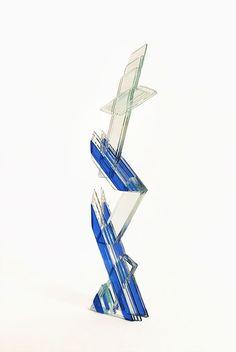 Galleria Marelia - Kimura Yumiko, Bichrome, 2008, collage a raggi UV di vetro multistrato, L. 13 cm x P.5.5 cm x H. 56 cm