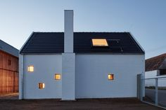 Country on the Outside, Chic on the Inside | Yanko Design