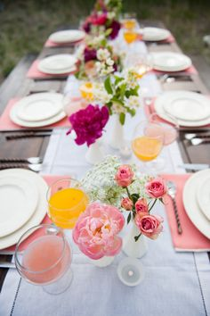 an al fresco brunch set-up with loads of color  Photography by brookeschultzphotography.com, Floral Design by calierose.com