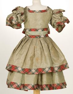 Child's dress, 19th century.