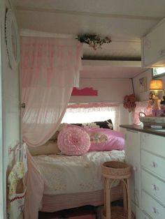 Fabulous RV Camper Vintage Bedroom Interior Design Ideas Worth To