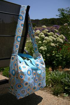 Not So Fancy Nancy: Very Easy Tote Bag Tutorial I love the handles and the shoulder strap!