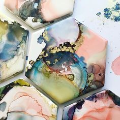 Alcohol ink on tile, alcohol ink coasters, hexagon coasters Alcohol Ink Tiles, Alcohol Ink Glass, Alcohol Ink Crafts, Alcohol Ink Painting, Doodle Drawing, Homemade Alcohol, Arts And Crafts, Diy Crafts, Tile Art