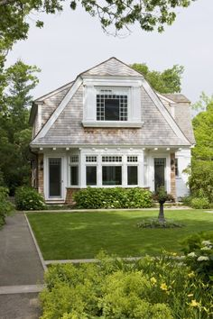 There are some types of roof that would create a traditional house style and a gambrel roof is one of them. A gambrel roof is a symmetrical two-sided roof that has two slopes on each side of the ro… Style Cottage, Cozy Cottage, Coastal Cottage, Cottage Homes, White Cottage, Future House, Architecture Durable, Colonial Architecture, Dutch Colonial