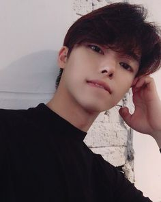 Image may contain: 1 person, selfie and closeup Cute Emo Guys, Cute Asian Guys, Cute Korean Boys, Asian Boys, Cute Boys, Cool Kids, Korean Boys Ulzzang, Ulzzang Boy, Korean Men