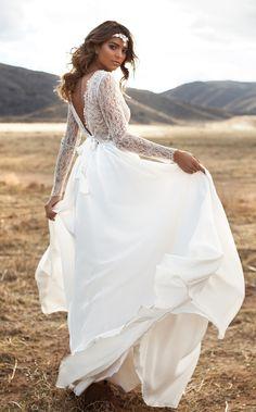 Beautiful pictures boho long sleeve wedding dress that inspire us Unusual Wedding Dresses, Bridal Dresses, Wedding Gowns, Backless Wedding, Lurelly Bridal, Mod Wedding, Wedding Stuff, Long Sleeve Wedding, Bridal Style