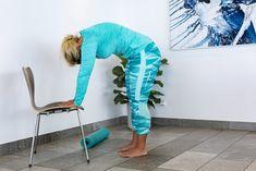 Träna ryggen hemma –5 enkla övningar | Allas.se Sciatica Exercises, Sciatic Pain, Fitness Workout For Women, New Life, Fit Women, Parachute Pants, Health Fitness, Wellness, Motion