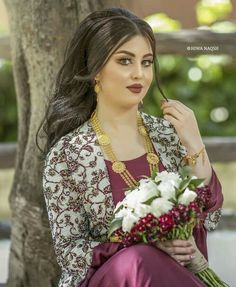 Image may contain: 1 person Jli Kurdi, Arabian Beauty, Arabian Makeup, Indian Actress Images, Muslim Beauty, Senior Girl Photography, Arab Women, Pakistani Girl, Indian Beauty Saree