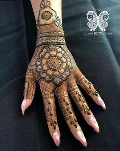 Henna is the most traditional part of weddings throughout India. Let us go through the best henna designs for your hands and feet! Cool Henna Designs, Floral Henna Designs, Simple Arabic Mehndi Designs, Latest Bridal Mehndi Designs, Mehndi Designs Book, Mehndi Designs 2018, Mehndi Designs For Beginners, Mehndi Designs For Girls, Wedding Mehndi Designs