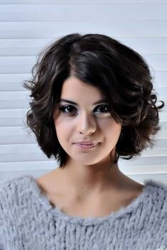 Photos Of Short Hairstyles For Round Faces Best Of Short Hairstyles Round Faces Thick Wavy Hair Hair Curly Hair Cuts, Cute Hairstyles For Short Hair, Winter Hairstyles, Hairstyles Haircuts, Curly Hair Styles, Stylish Hairstyles, Brunette Hairstyles, Pixie Haircuts, Female Hairstyles