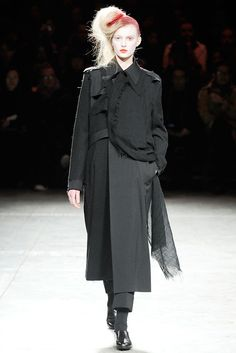 Yohji Yamamoto Fall 2009 Ready-to-Wear - Collection - Gallery - Style.com