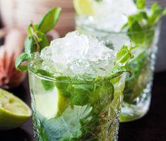 Minty ginger är ett drinkrecept på en oslagbar alkoholfri drink gjord av syrlig lime, söt sirap, ingefära, mynta, is och mineralvatten. Servera gärna som bål. Läskande och lyxig!