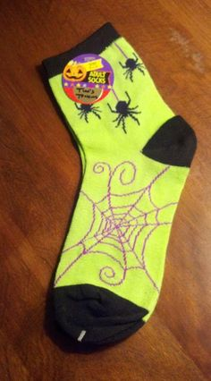 NWT Spider Print Ankle Socks Halloween Socks Green Fits Adults Sizes 9-11  Women